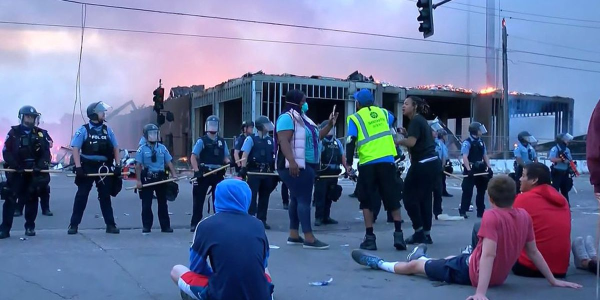 GRAPHIC: Minneapolis braces for more violence over death in custody
