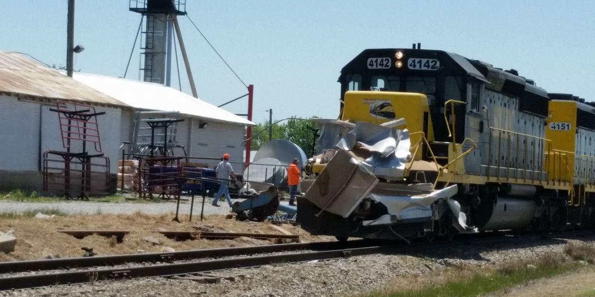 18-wheeler hit by train in Elgin