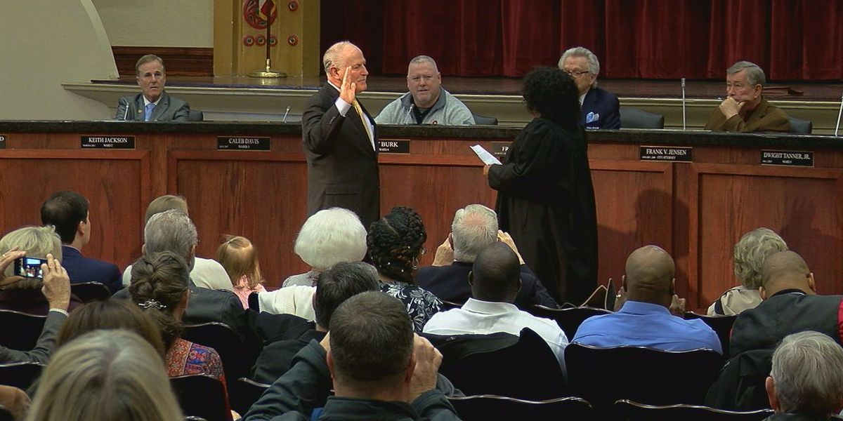 Lawton welcomes new mayor