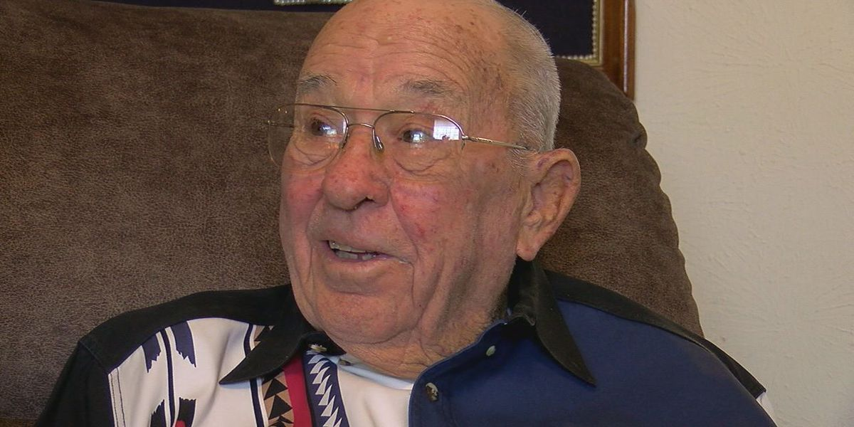 Korean War veteran waits nearly 70 years to receive Purple Heart documentation
