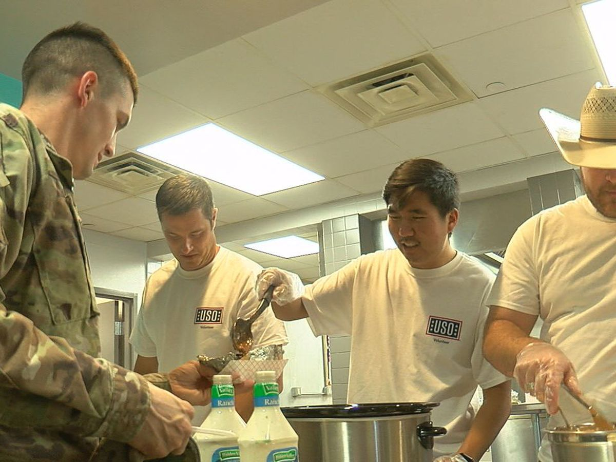 State legislators volunteer at USO Oklahoma