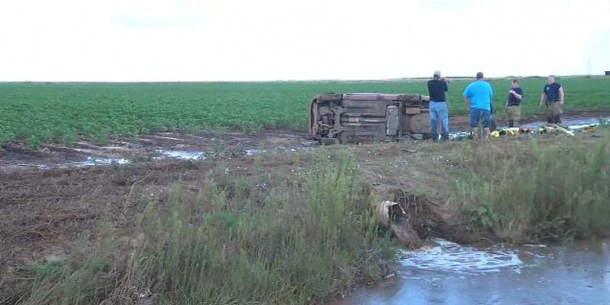 Two injured after rollover crash in Altus