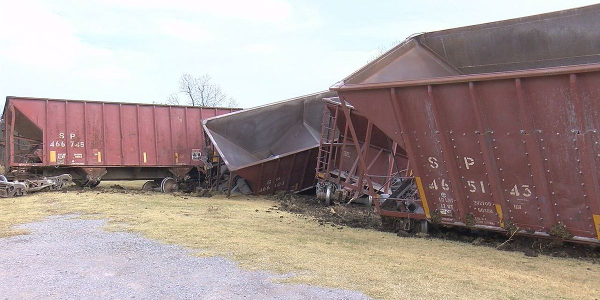 2 trains derail in southwest Oklahoma in 8 hour span