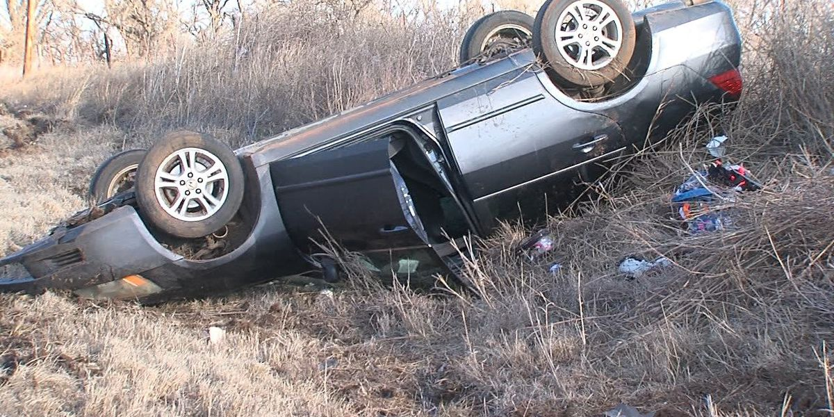 Officials investigate Highway 19 rollover crash