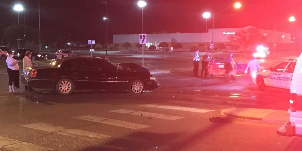 Two cars crash on 11th & Lee in Lawton