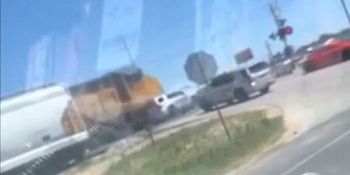 Sheriff's deputy escapes with minor injuries in Texas train crash