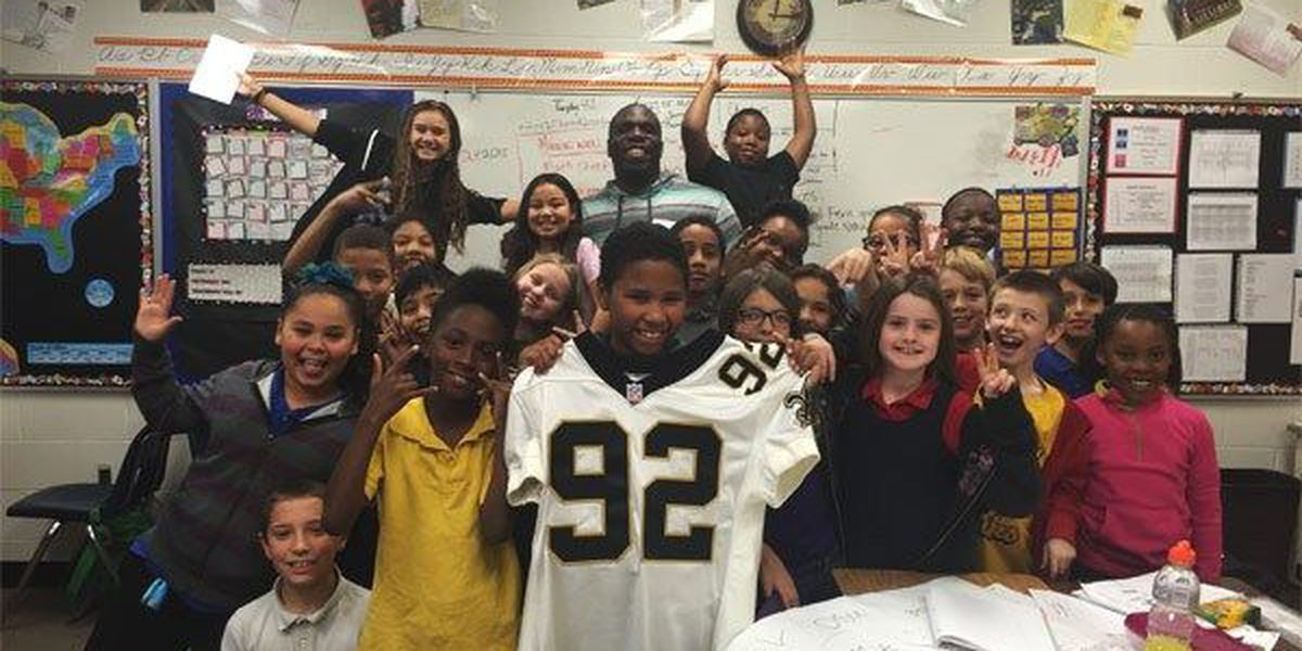 Former NFL player talks to Lawton 4th-graders