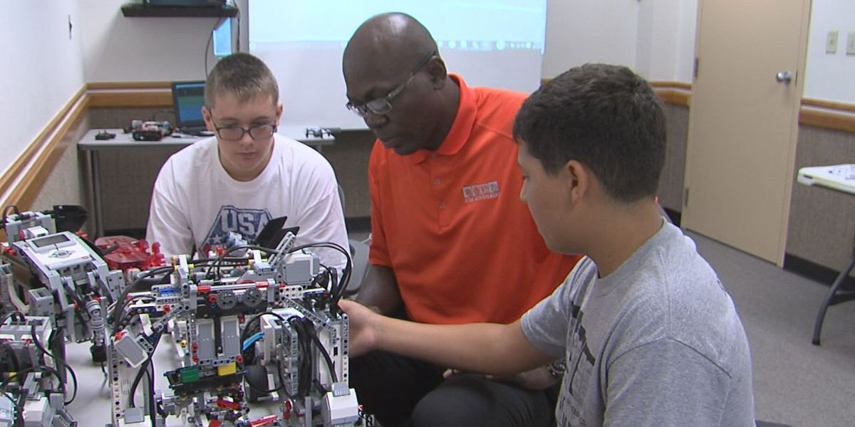 Kids learn robotics for STEM Saturday
