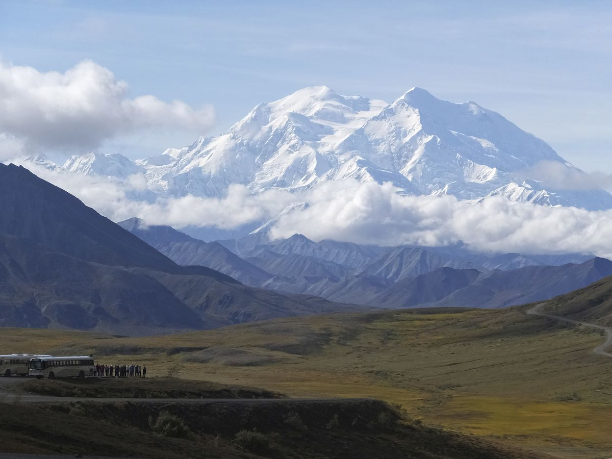 Crews reopen Denali park road, tourist buses begin to return
