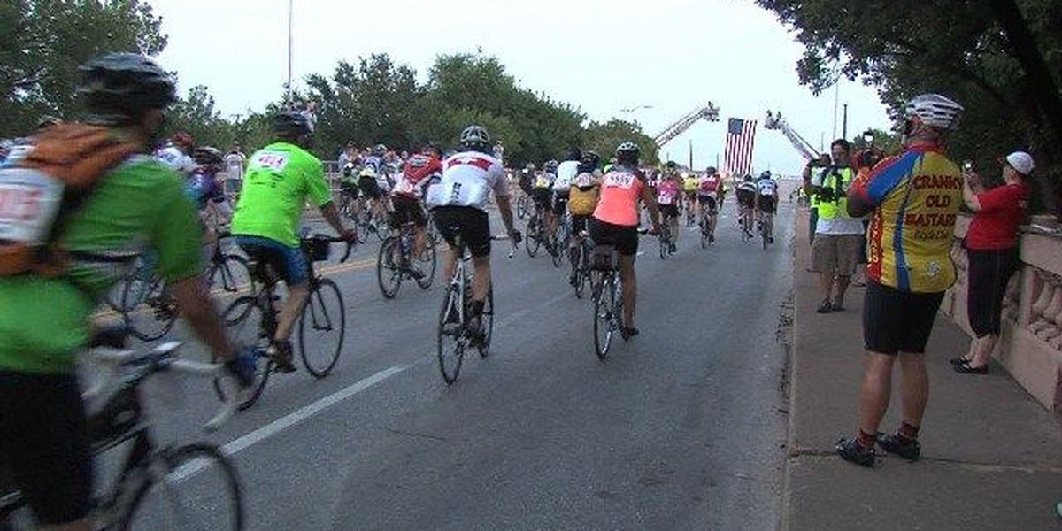 Riders battle Hotter 'N Hell Hundred