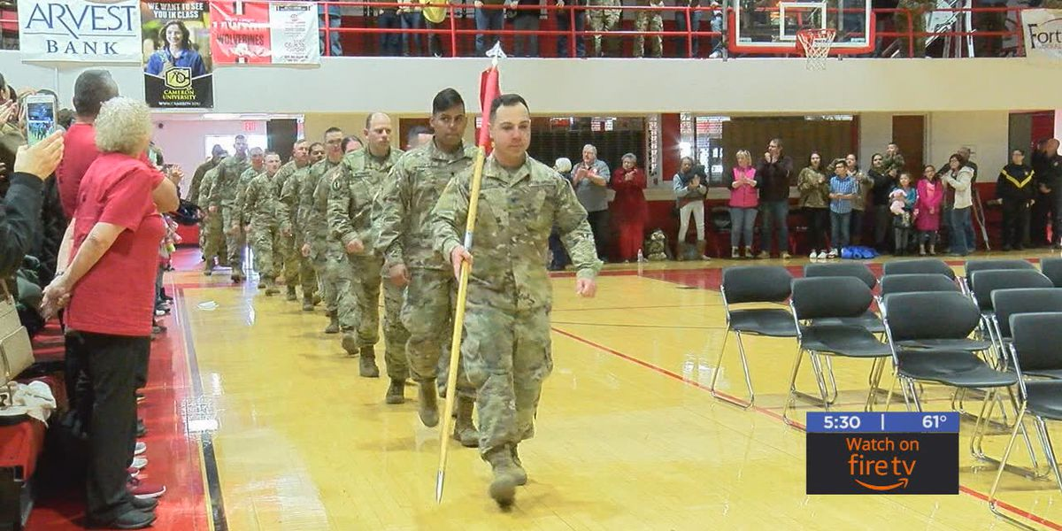 Loved ones celebrate their soldiers at National Guard deployment ceremony