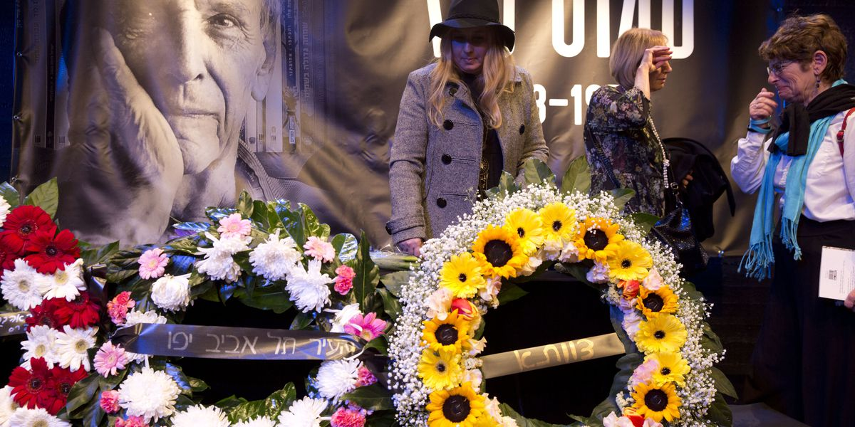 Israel bids farewell to author and peace advocate Amos Oz