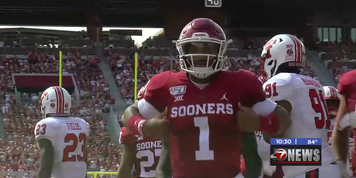 Hurts, Lamb lead Sooners to 55-16 win over Texas Tech