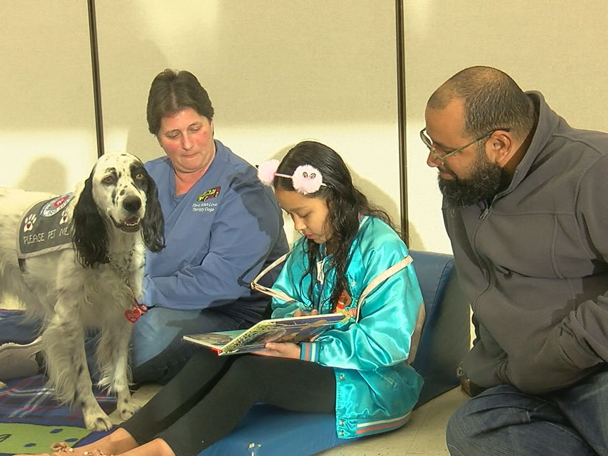 Kids read to therapy dogs at Lawton Public Library