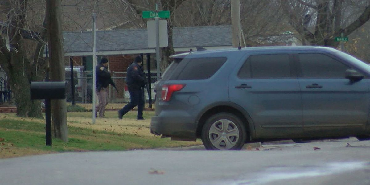 Law enforcement standoff in Elgin lasts several hours