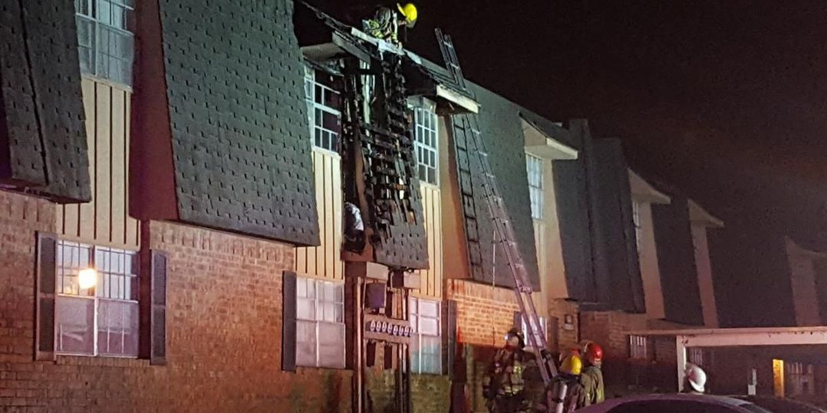 Lightning sparks apartment fire in Lawton