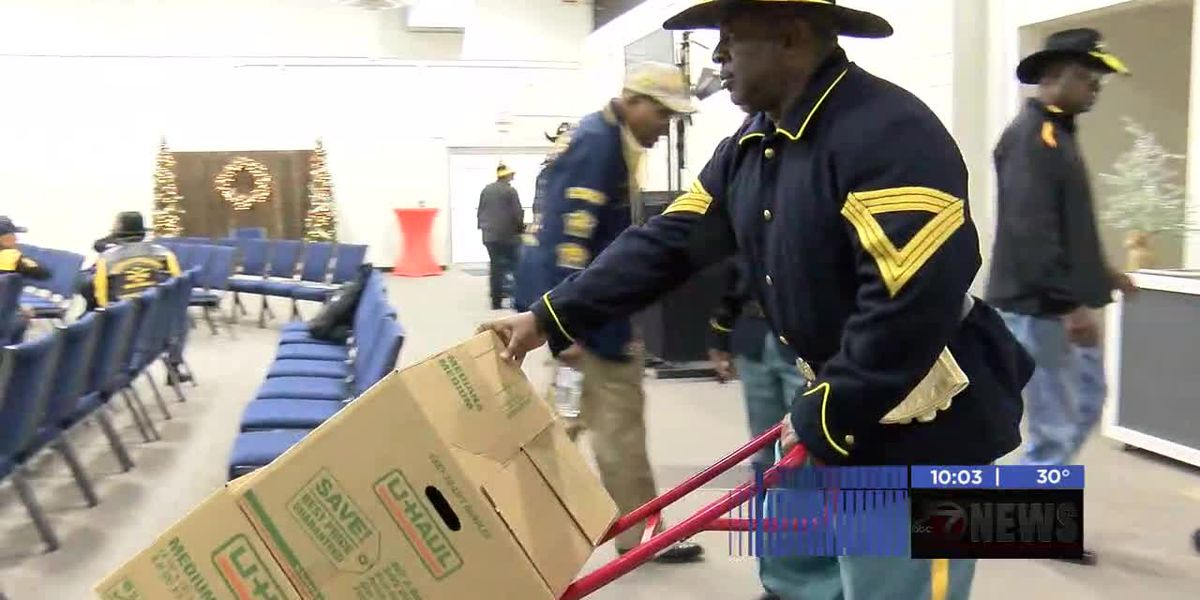Lawton Fort Sill Buffalo Soldiers give boxes of food away