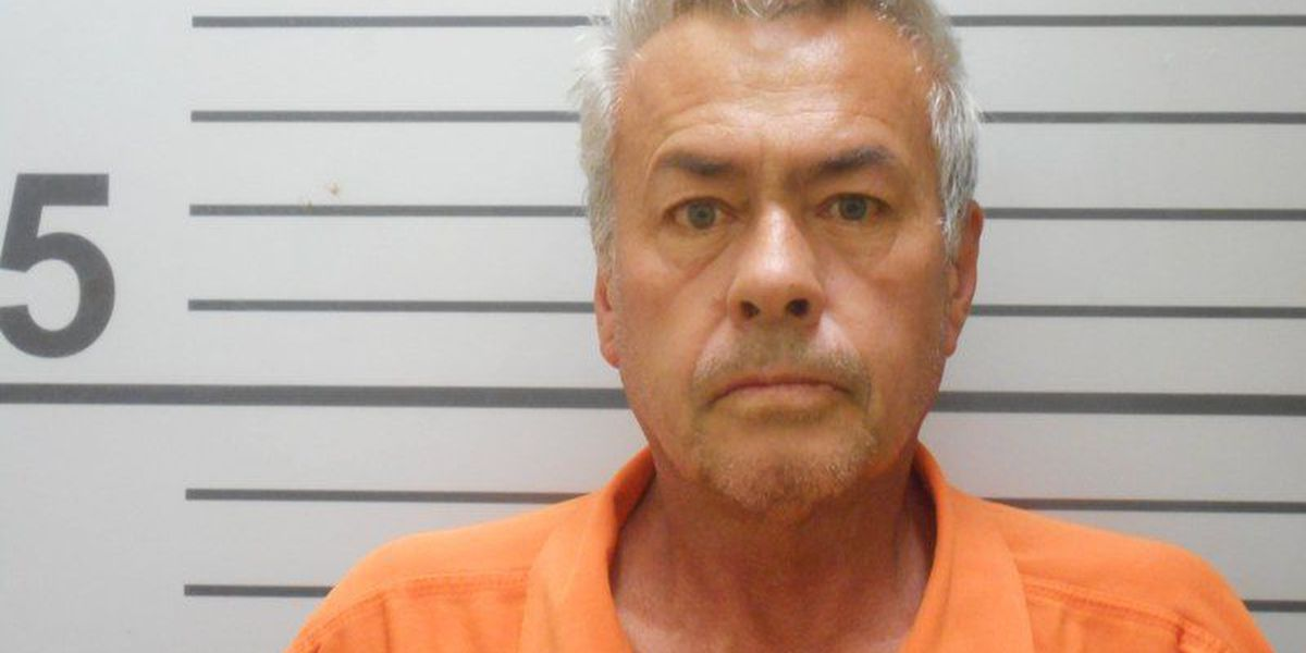 Feds: Oklahoma man kept stepdaughter captive for 19 years