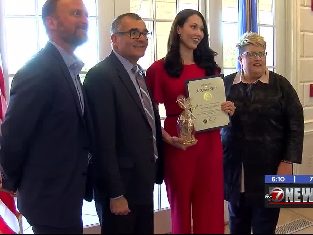7News reporter honored at governor's mansion