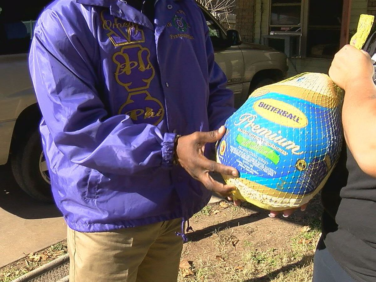Local fraternity delivers food to families for Thanksgiving