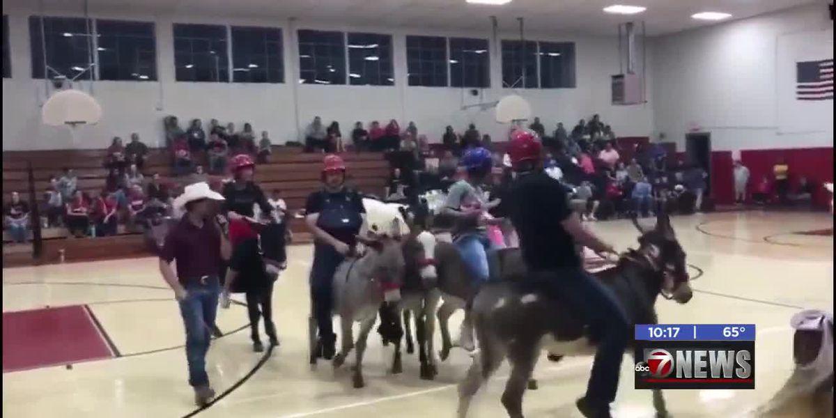 Donkey basketball game benefits Elgin's basketball program