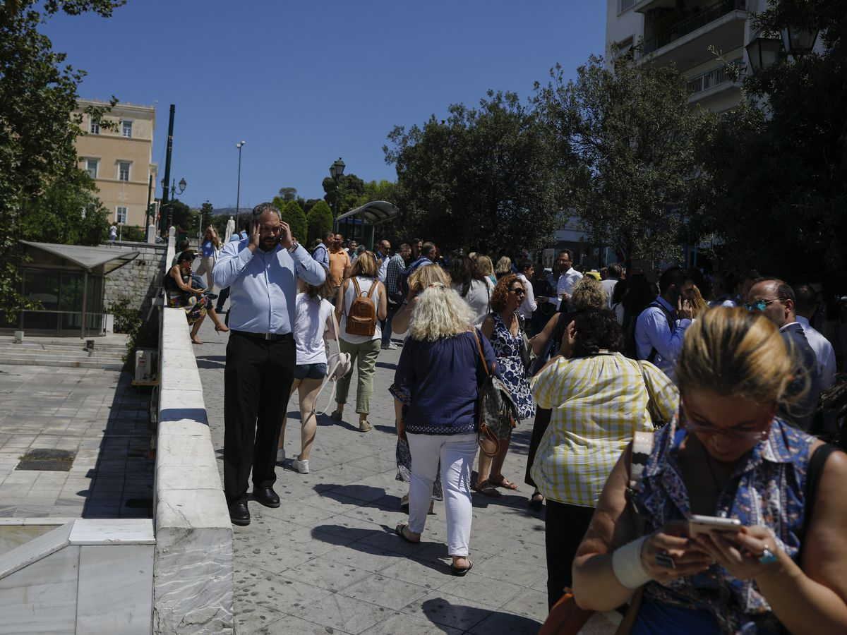 Strong quake hits near Greek capital of Athens, 4 hurt