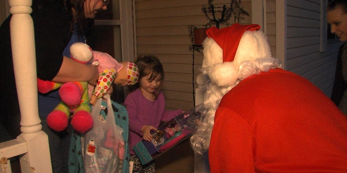 Duncan woman hands out Christmas presents