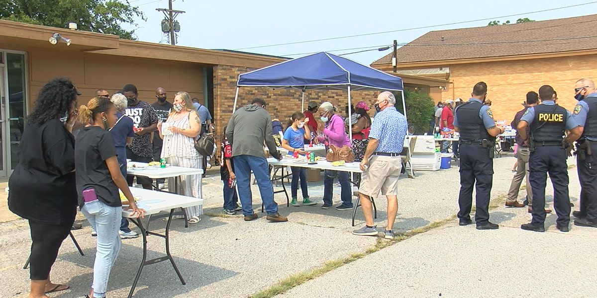Community gathers for cookout in support of local law enforcement