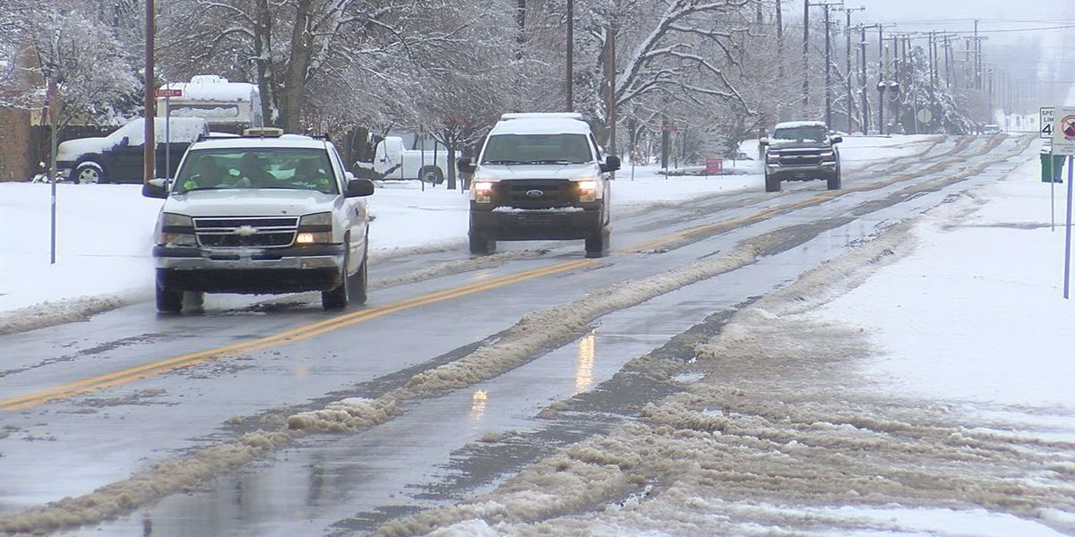 Comanche County crews work to clear snow-covered roads