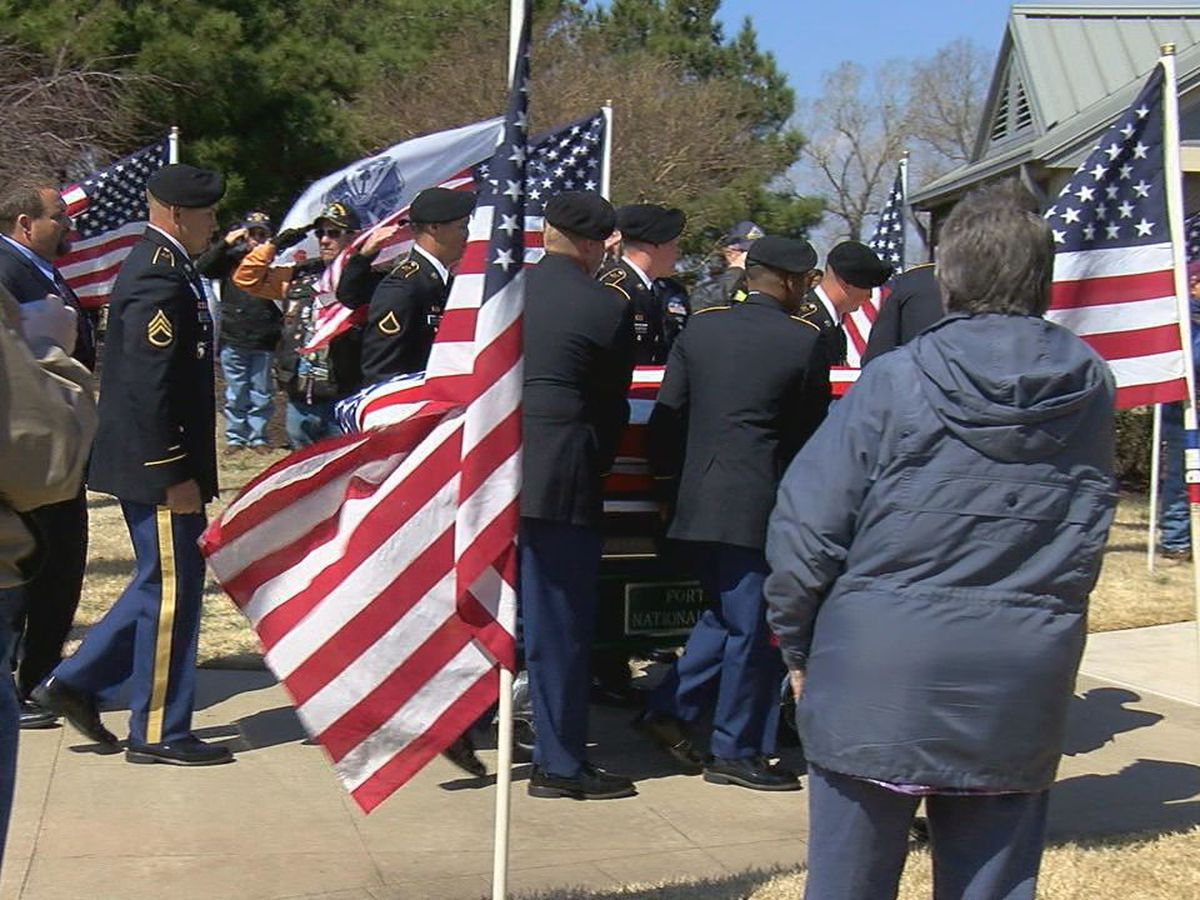 Hundreds attend memorial service for veteran with no known family