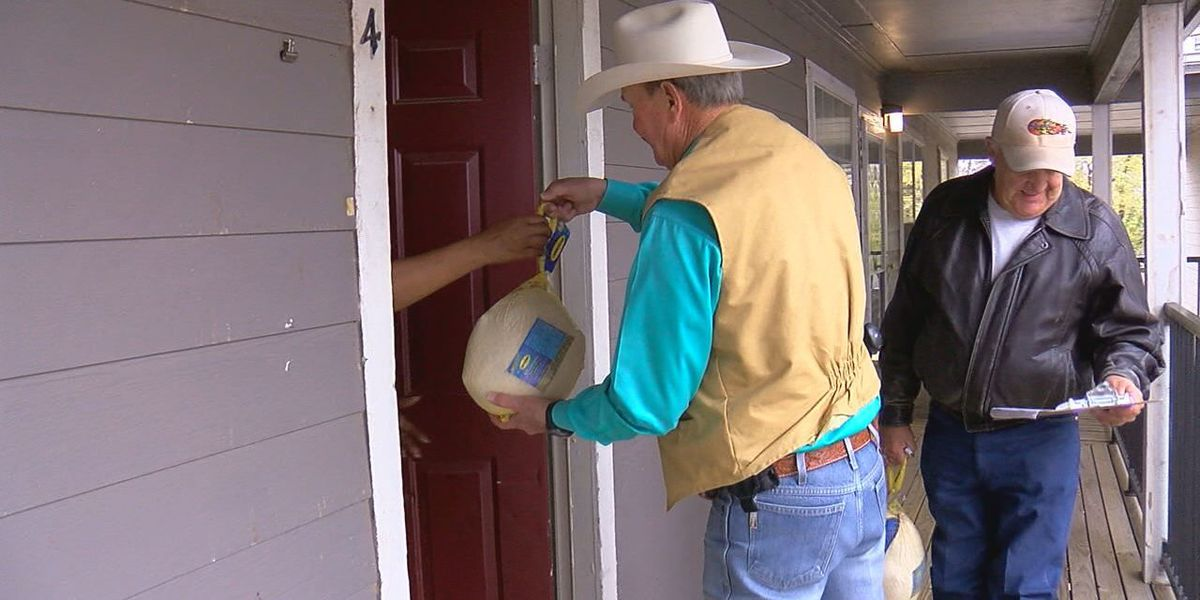 Comanche Co. Sheriff gives turkeys to the needy
