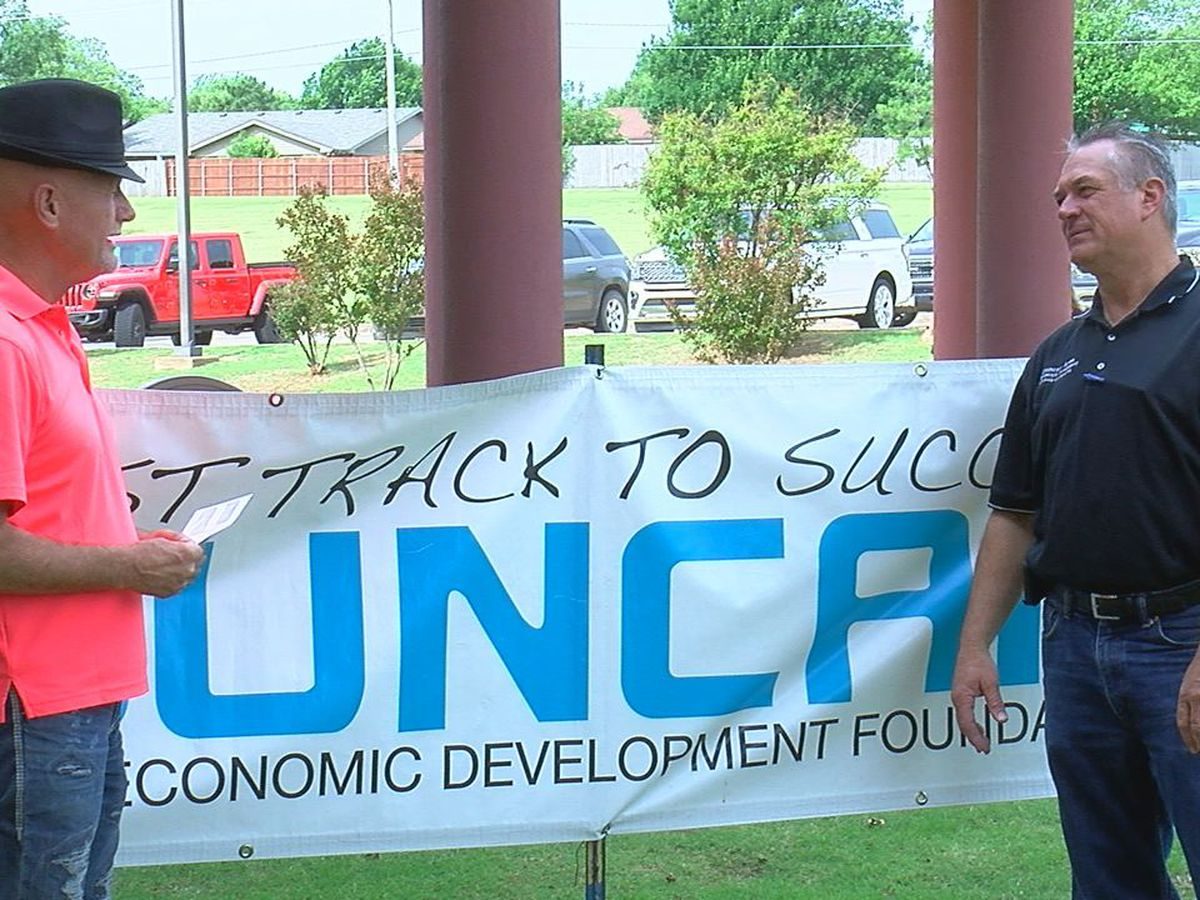 Duncan Area Economic Development Foundation gives grant money to 131 Stephens Co. businesses