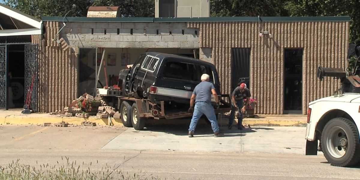 Trailer comes unhitched and hits Midtown Animal Hospital