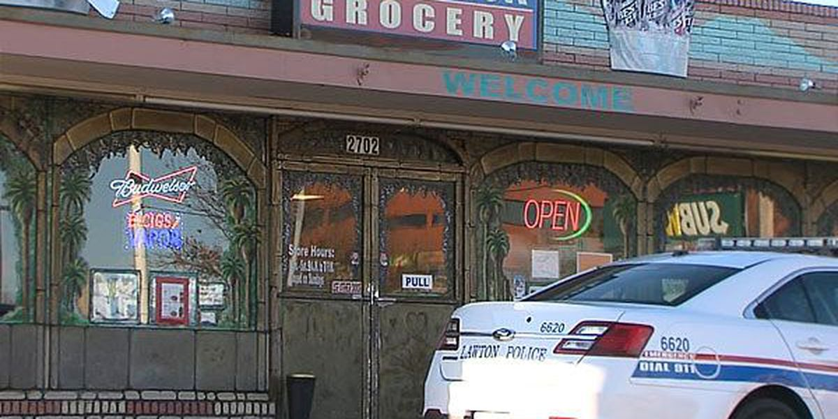 Police raid grocery store, confiscate pipes