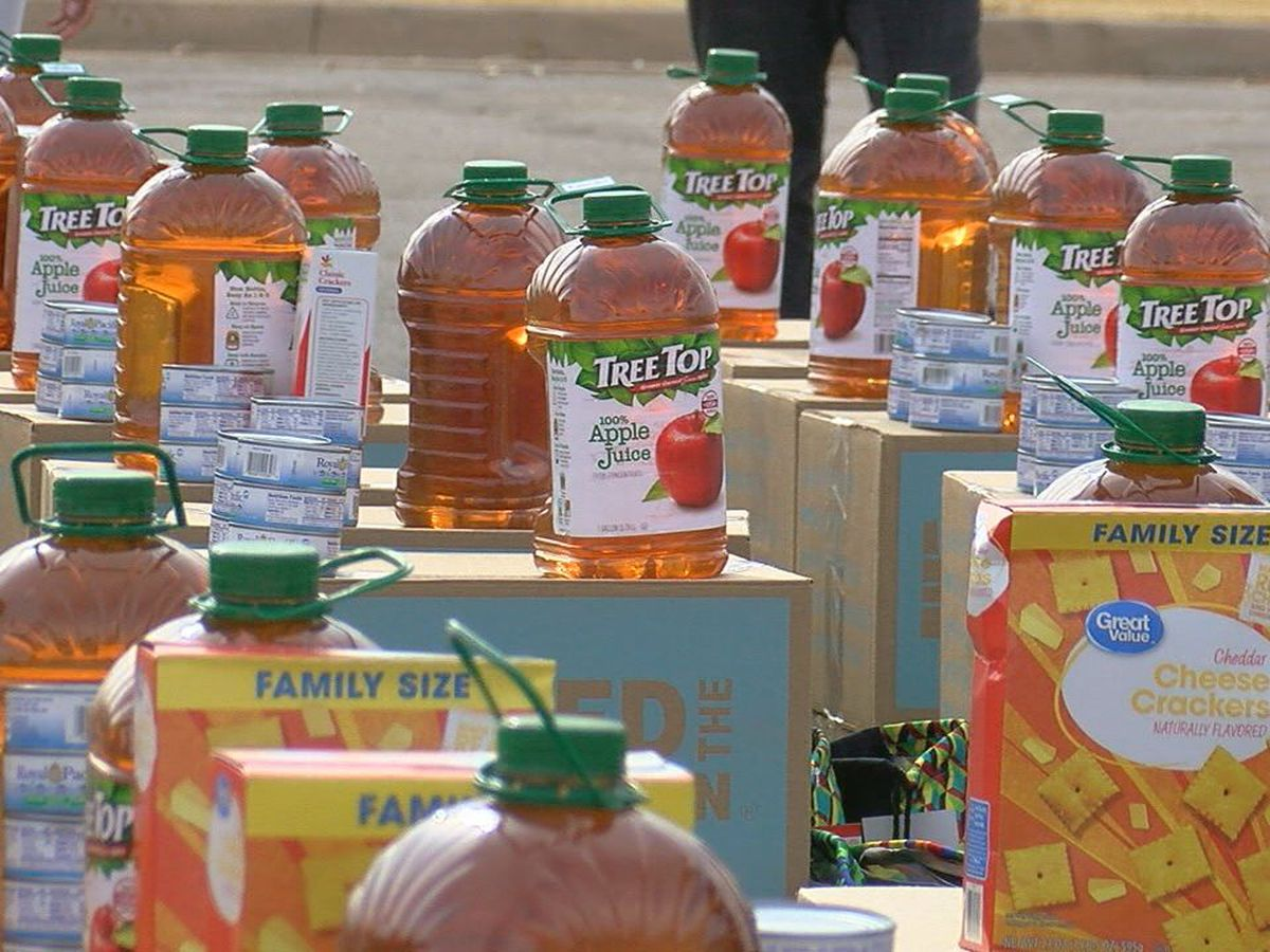 "400 Lawton families get food at ""No Hunger Holidays"""