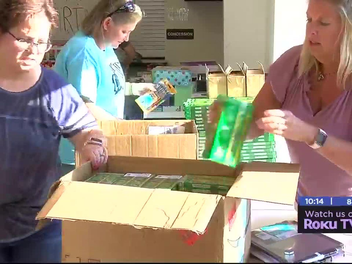 Elgin community donates school supplies