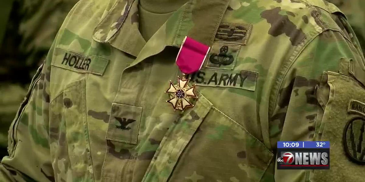 Retreat Ceremony held for exiting commandant