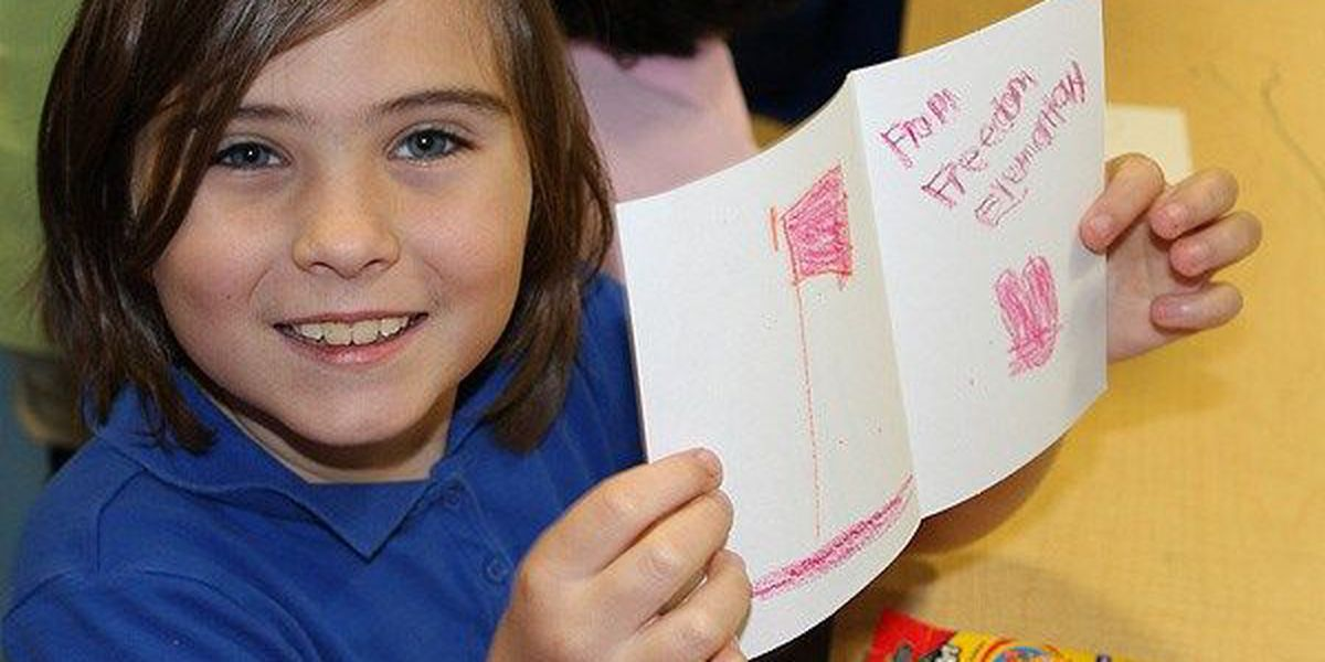 Freedom Elementary students make cards for deployed service members