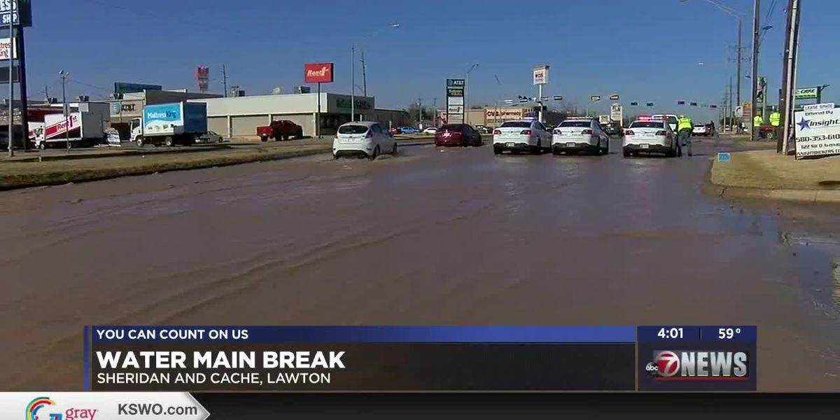 Water main breaks at major intersection in Lawton