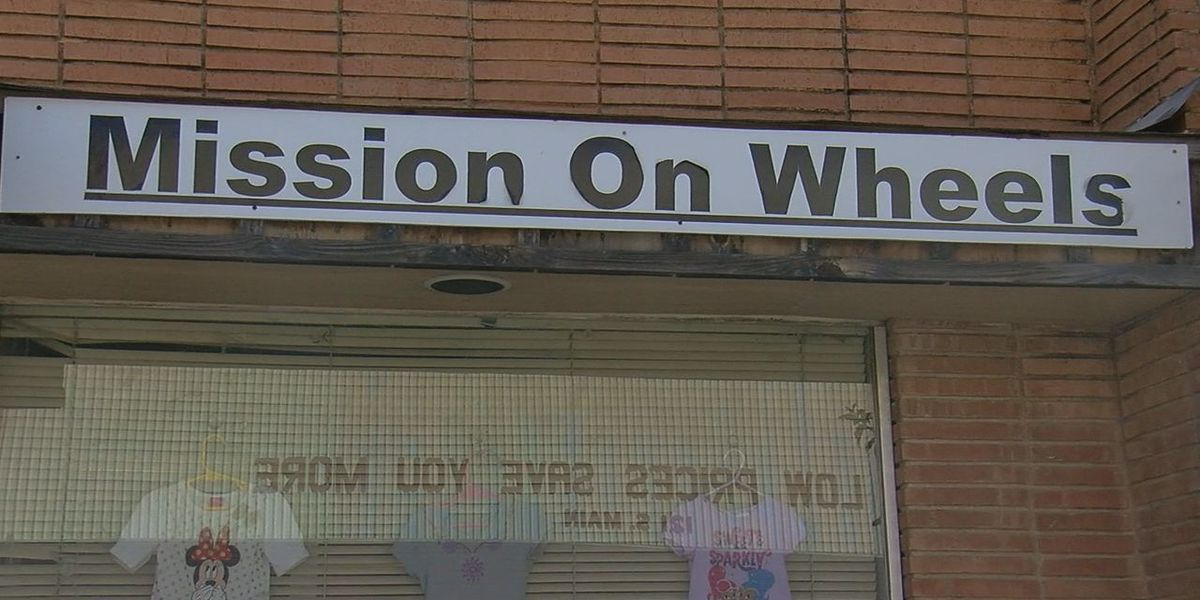 Mission on Wheels holds clothing giveaway for Altus residents in need