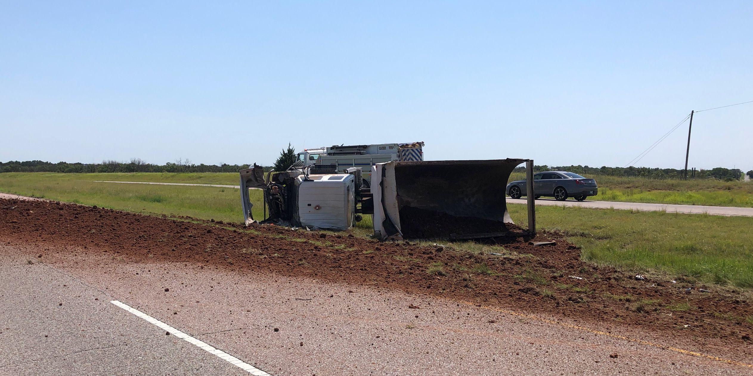 Crash closes U.S.62 near Cache