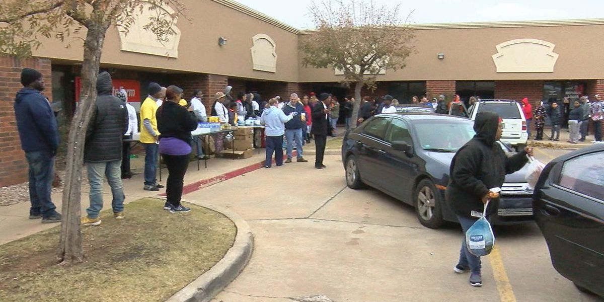 Lawton businesses hand out over 300 Thanksgiving Turkeys to the community