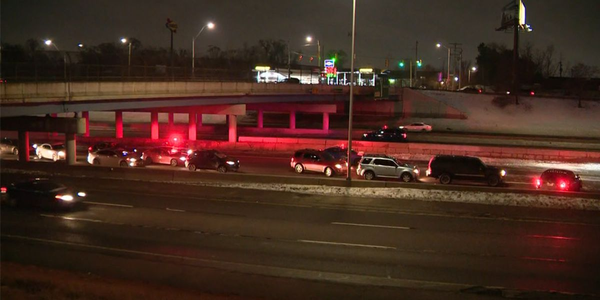 3 dead after Detroit interstate shooting