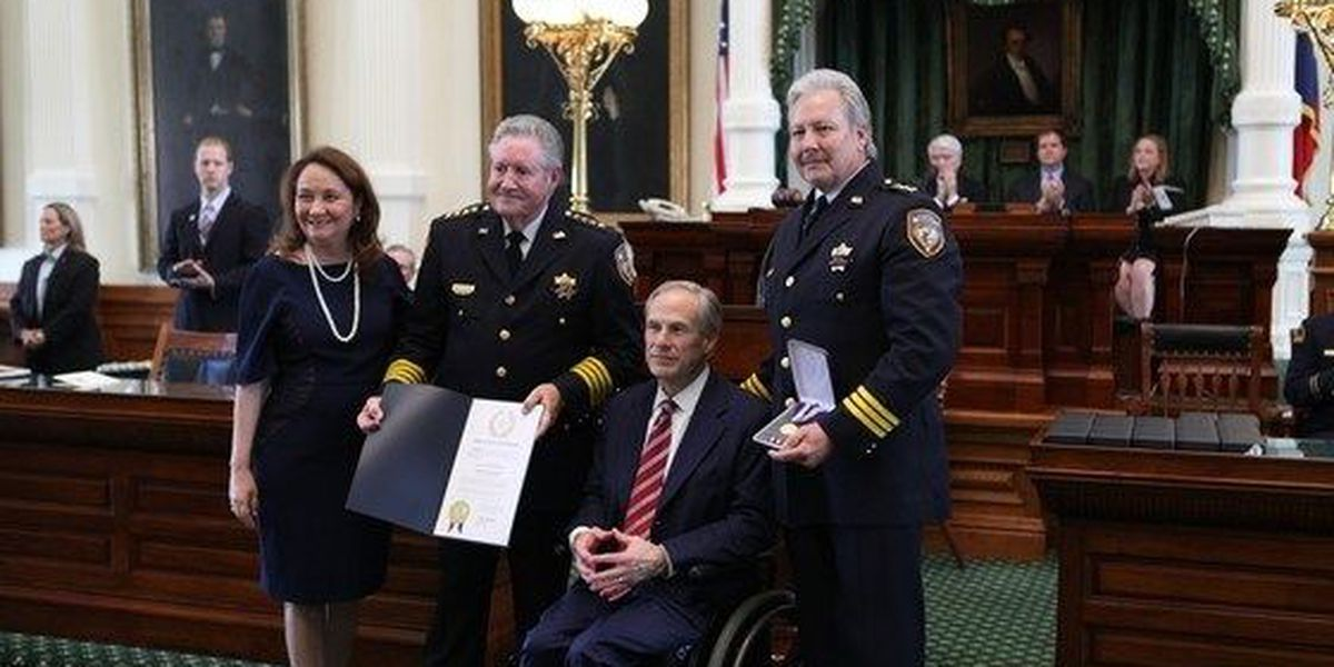 Gov Abbott presents 2016 Star of TX Awards to those killed or injured in the line of duty
