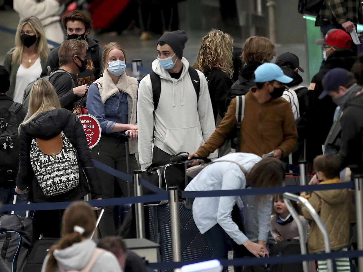 Americans risk traveling over Thanksgiving despite warnings