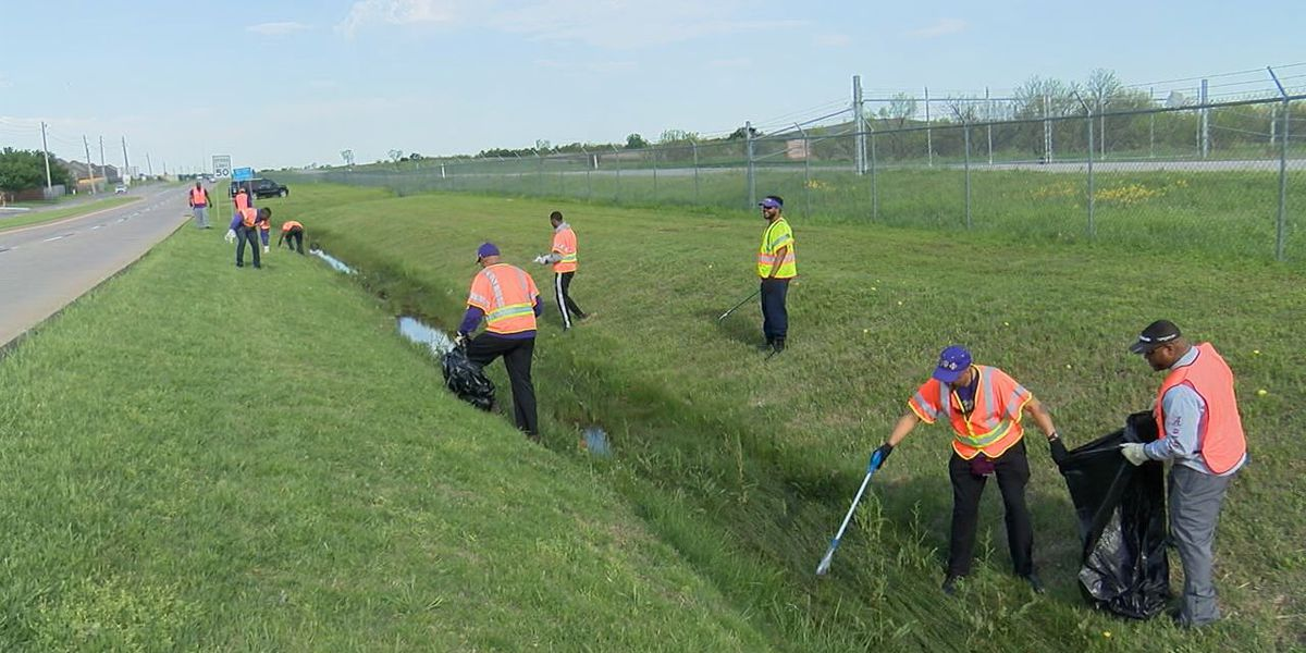 Psi Upsilon Chapter conducts quarterly highway cleanup