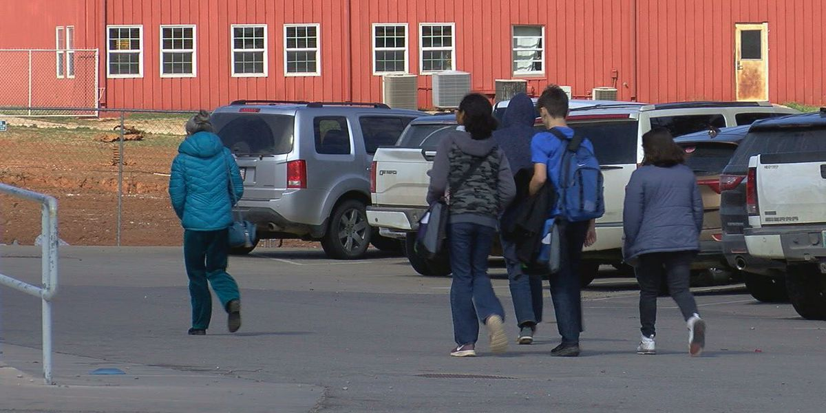 Comanche Co. superintendents discuss not closing school for cold weather