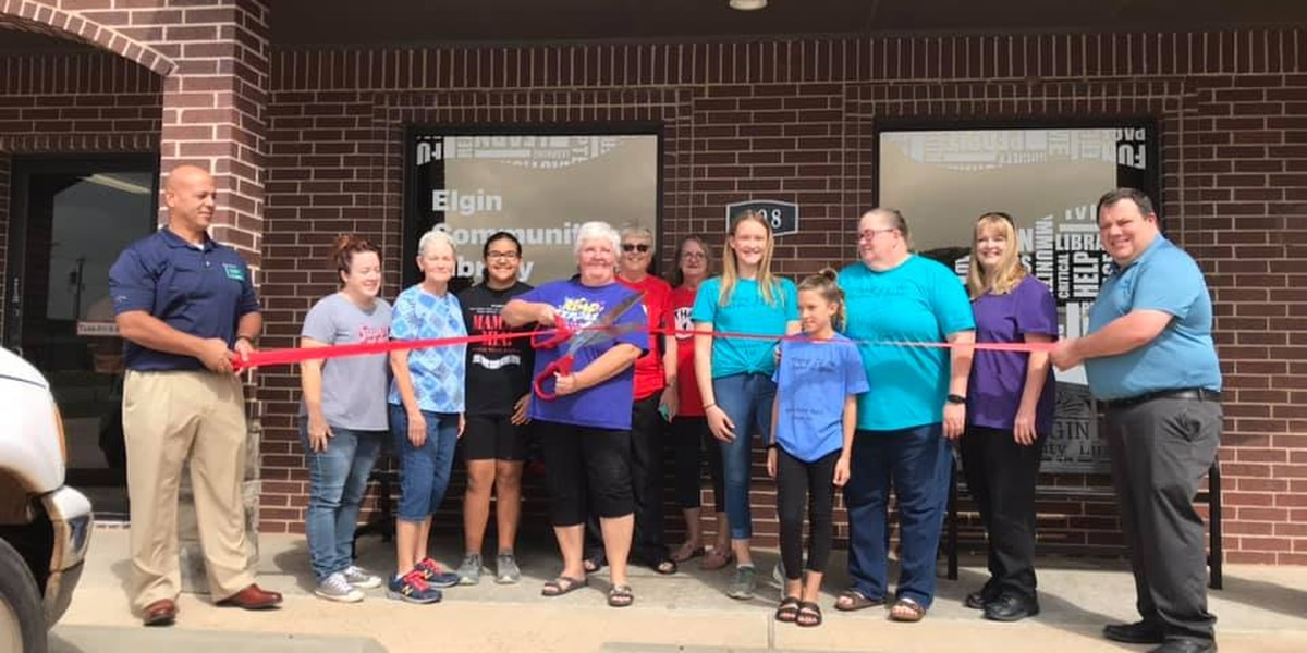 Elgin Community Library holds grand opening