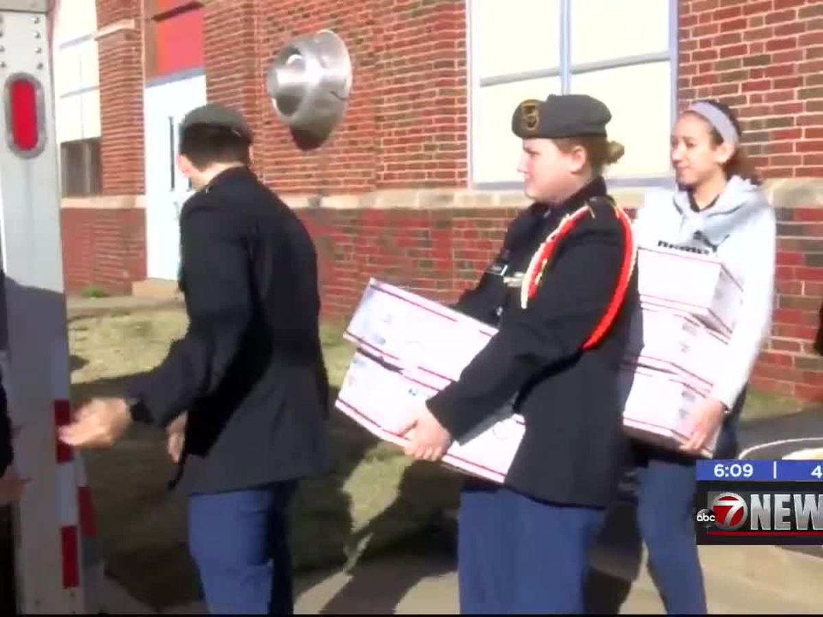 Junior ROTC students and Disabled American Veterans send care packages to troops