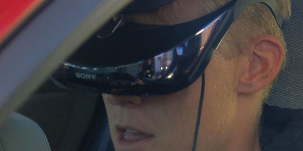 Duncan Teens Try Virtual Reality Texting and Driving Simulator